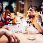 「飲み放題」では通常の2倍近く飲めてしまうのはなぜ?