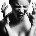 生理前の女性のヒステリーは、脳の変化のせいだった?